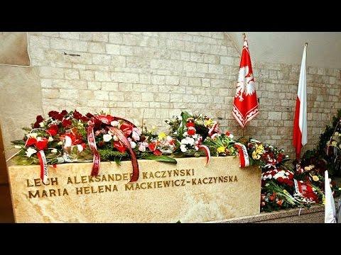 Πολωνία: Εκταφή των σορών της τραγωδίας στο Σμόλενσκ