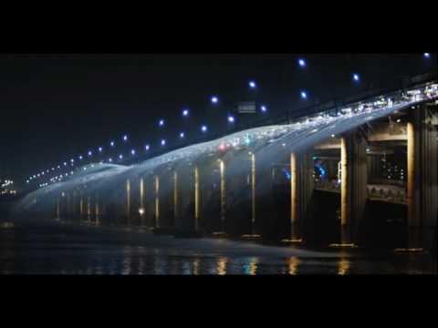 Самый длинный мост с фонтаном находится в Сеуле