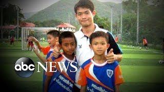 Video Community rallies behind Thai soccer coach after rescue MP3, 3GP, MP4, WEBM, AVI, FLV Juli 2018