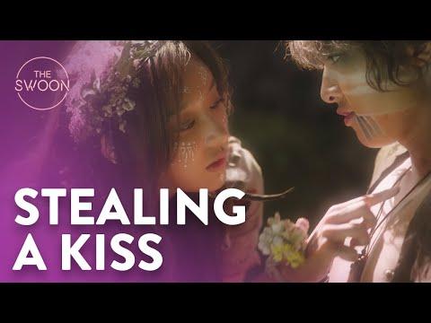 Song Joong-ki tries to steal a kiss from Kim Ji-won | Arthdal Chronicles Ep 2 [ENG SUB CC]