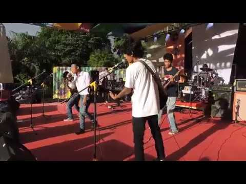 Distinctive - Bertahan Live At Mess Daerah 2018
