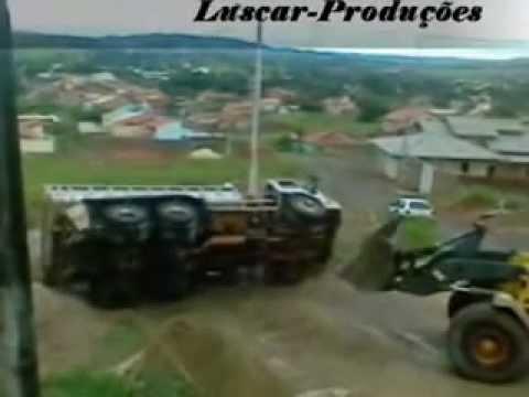 Caminhão sendo destombado em Anicuns-goias