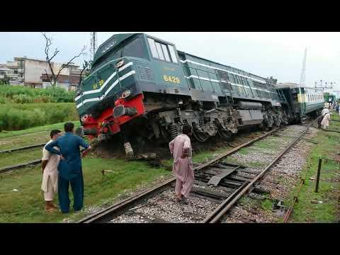 Pakistan Railways 11UP-Hazara Express Arrival and Derail Train 105UP-Rawal Express