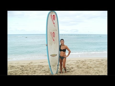 How to Surf- Beginner Surfing Lesson (Wipeouts!) at Waikiki Beach, Hawaii