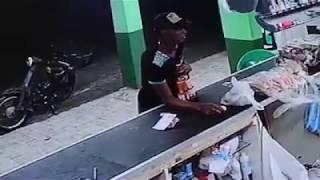 Cámara de seguridad capta robo a un colmado en Santo Domingo Este