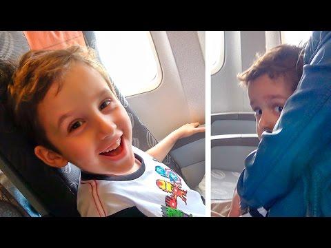 Imagens de feliz páscoa - Andando de Avião com Paulinho e Toquinho  Crianças Viajando de Avião - Brinquedos e Surpresas