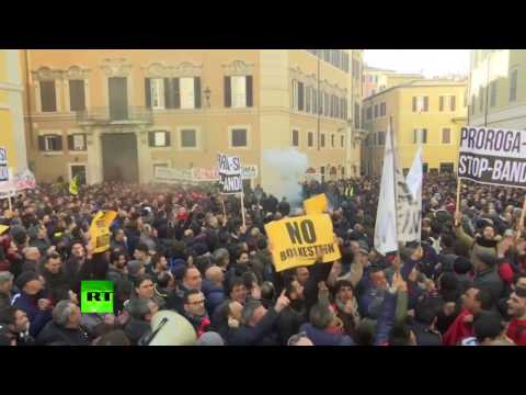 'No benefits for Uber!': Italian taxi drivers rally over latest Parliament amendment (видео)