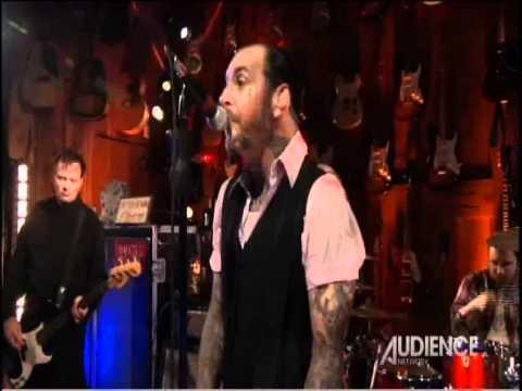 Social Distortion - Machine Gun Blues (live) 2011