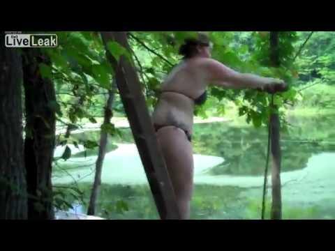 Tlustá dívka a její pád na laně