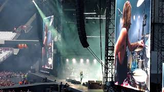 """FOO FIGHTERS 'ANOTHER ONE BITES THE DUST/IT'S SO EASY/GREASE THEME"""" @ LONDON STADIUM, 2018"""