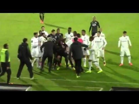 Confusão entre Jesus, Schelotto e o árbitro em Guimarães