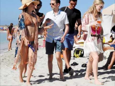 Video Kate Hudson Matt Bellamy and her two sons to a family holiday in Ibiza download in MP3, 3GP, MP4, WEBM, AVI, FLV January 2017