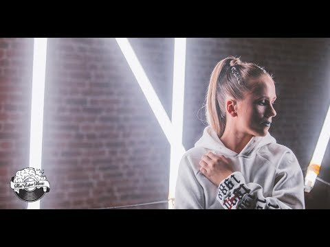 Mariana Prachařová představuje svoji první autorskou skladbu Heart of Gold a vlastní originální videoklip