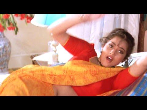Tamil Cinema   Bakiyaraj compels Meena to sleep in the Bed   Oru Oorla Oru Rajakumari
