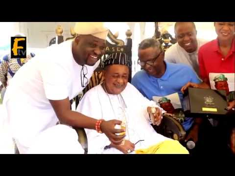 KOSELERI ALAFIN OYO OBA ADEYEMI LAMIDI SMILE AS HIS CHILDREN PRESENTED GOLD CUSTOMISE PERFUME TO HIM