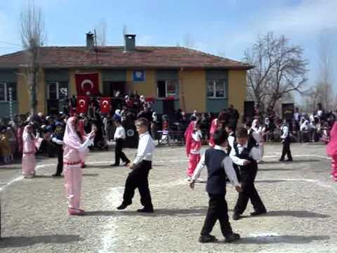Ayazin İlköğretim Okulu  23 nisan 2011 halk oyunları .wmv
