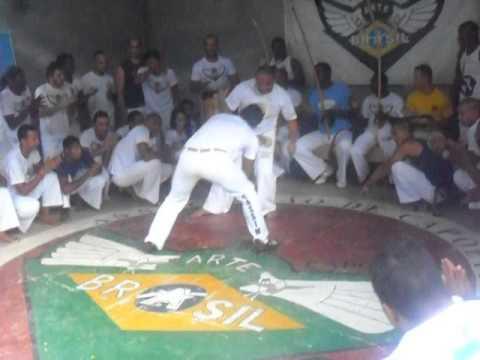 grupo de capoeira livre força e raça em Timóteo mestre cabelo