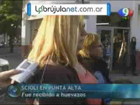 Punta Alta: Scioli fue recibido a huevazos
