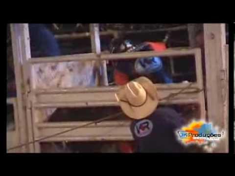Lucas Acacio vs Arruaça da F Bulls.Bernardino de Campos 2013