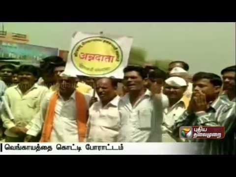 Protest-in-Mumbai-Maharashtra-due-to-the-decrease-in-Onion-price