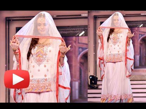 Preity - Bollywood actress Preity Zinta walked the ramp at the late filmmaker Yash Chopra's birth anniversary bash. Preity walked for the music of 'Tere Liye' from he...