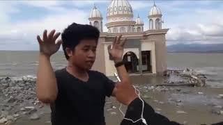Video Keajaiban Muadzin Masjid terapung di Gulung ombak tsunami palu MP3, 3GP, MP4, WEBM, AVI, FLV Februari 2019
