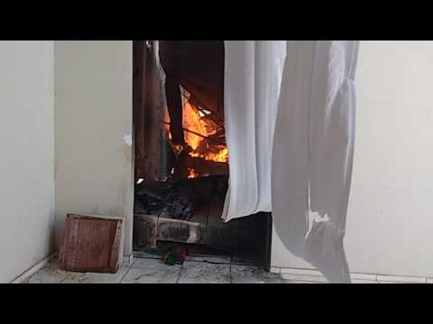 Fogo destrói deposito da Loja Sergi Móveis em Itaipava do Grajaú