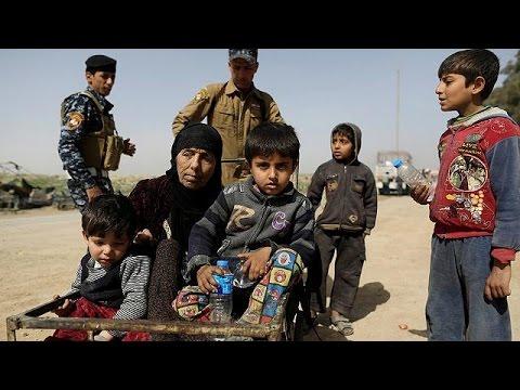 Κατά χιλιάδες εγκαταλείπουν οι άμαχοι τη Μοσούλη