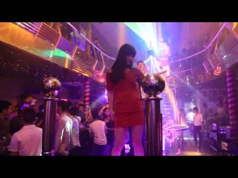 Các hot girl quẩy dẻo trong bar club part 4