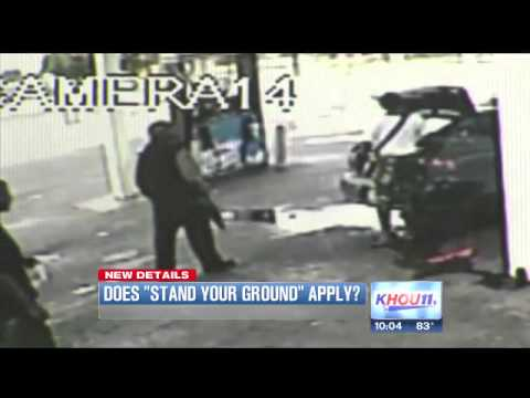 Self Defense? Woman Pops Her Trunk.. Shooting & Killing A Man With A Rifle At Gas Station!