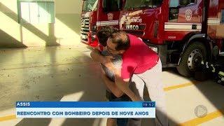 Depois de nove anos, bombeiro reencontra menino que ajudou a salvar por telefone