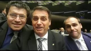 jair-bolsonaro-sugere-que-guarda-de-varzea-grande-se-candidate-a-vereadora