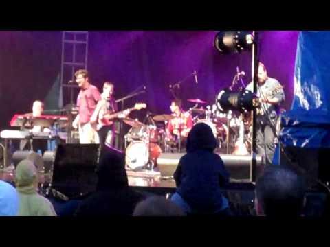 Skydiggers – Hello Beautiful (Live)