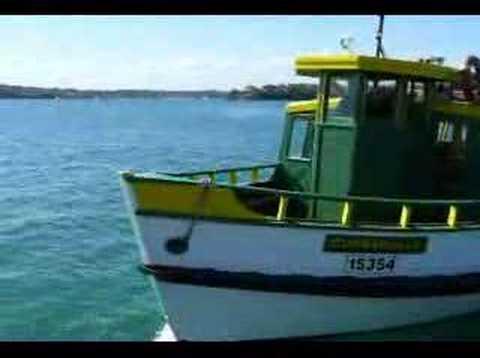 Bundeena Ferry Arrives