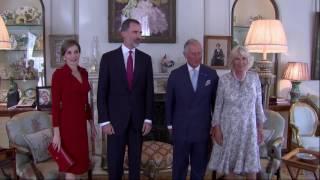 Repasamos todos los estilismos con los que la reina de España ha conquistado al pueblo inglés.