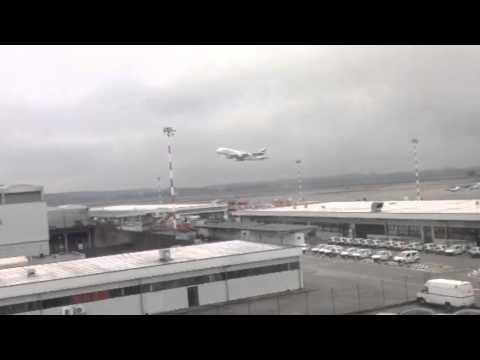 """Il """"gigante dei cieli"""" A380 torna a Malpensa"""