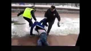 Wyciąganie naćpanego Sebixa z pociągu, najpierw kozaczył później płakał…