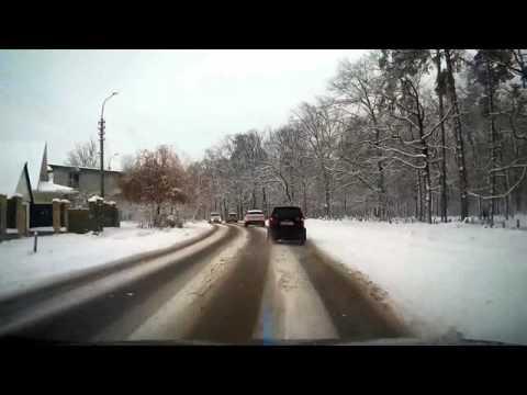 Мини-автомобиль подбил внедорожник