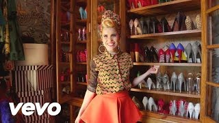 Paloma Faith Shows Her Shoes (VEVO LIFT): Brought To You ...