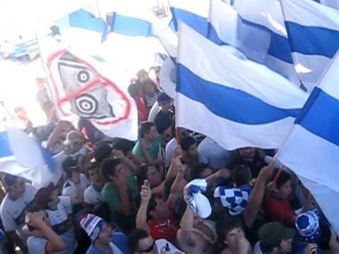 Los Cruzados Entrada De La Banda Del Mumo Final 2010 - Los Cruzados - Universidad Católica