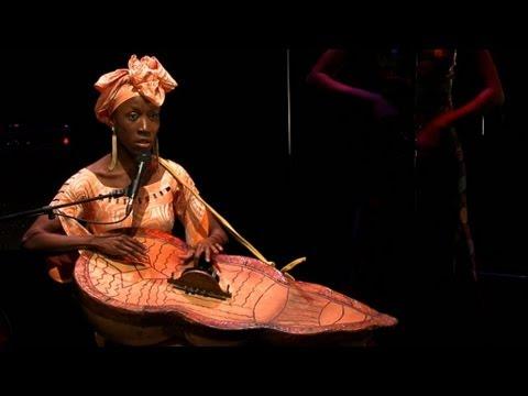 Rokia Traoré: Projet Roots au 104 (Dezember 2011 in P ...
