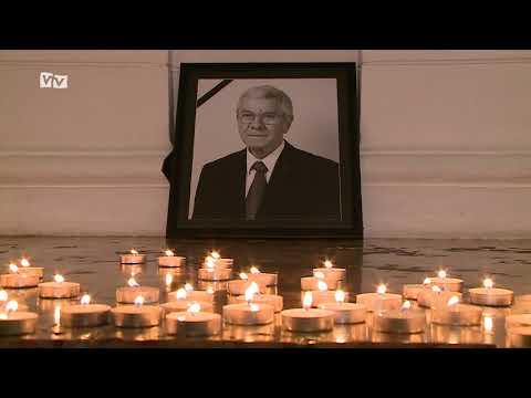 Gyertyákat gyújtottak a városházán Almási István emlékére