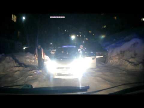 «Убирай машину тебе сказали»  видео инцидента с участием скорой помощи - DomaVideo.Ru