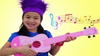 Video Jannie Pretend Play with CUTE Guitar Toy and Sing Kids Songs MP3, 3GP, MP4, WEBM, AVI, FLV Agustus 2018