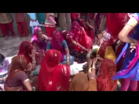 Video लुगाईयो रा देशी गीत,lokgeet,Rajasthani vivah geet,new vivah song,Marwadi vivah geet,banna banni geet download in MP3, 3GP, MP4, WEBM, AVI, FLV January 2017