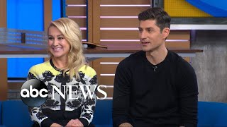 Michael Strahan and Sara Haines welcome 'Pickler and Ben' stars to 'GMA Day'
