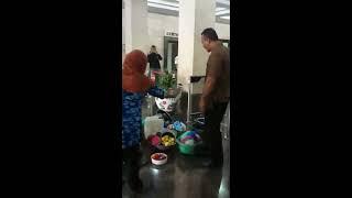 Video Ajudan Menteri BPN Ancam Dengan Pistol dan Pukul Ketua Kelompok Tani Penguripan MP3, 3GP, MP4, WEBM, AVI, FLV November 2017