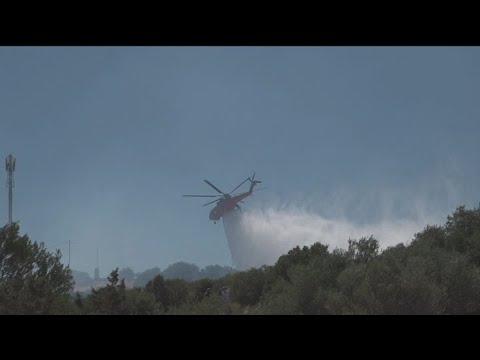 Σε ύφεση η πυρκαγιά στην περιοχή της οδού Βάρης–Κορωπίου