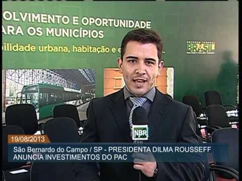A presidenta Dilma Rousseff entregou 100 máquinas retroescavadeiras a municípios paulistas entre eles Juquitiba e São Lourenço da serra