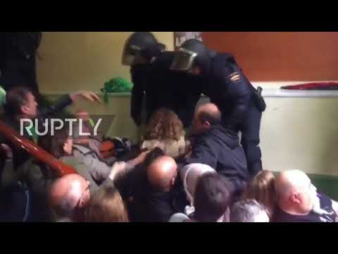 Spain: Screams rock Barcelona polling station as police beat and drag voters out